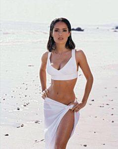 Salma Hayek cuerpo en reloj de arena o cintura de avispa